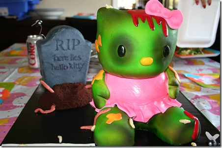hello-kitty-zombie-cake