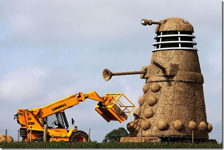 35Foot-Tall-Straw-Dalek